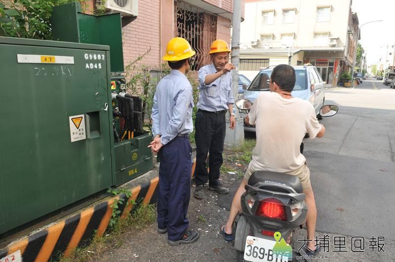 台電包商維修變電箱,因接錯線路,造成埔里鎮忠孝路約80家住戶電器耐不住高壓燒毀。(柏原祥 攝)