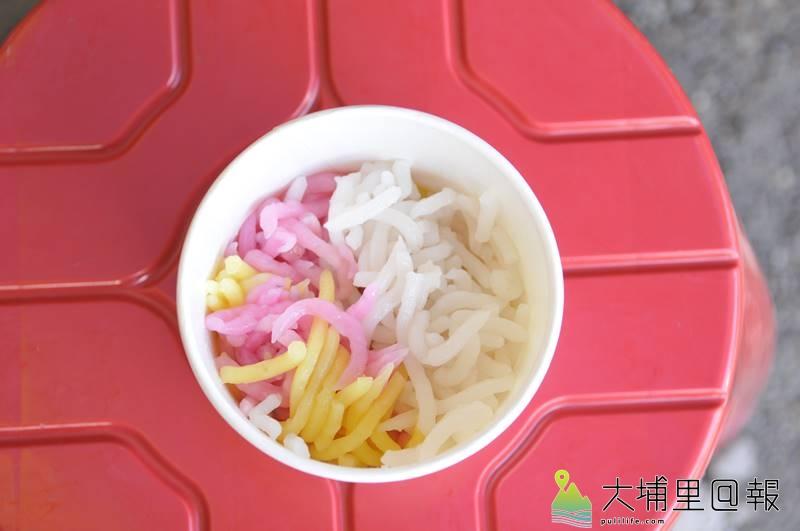 米苔目材料簡單,只有在來米漿與地瓜粉,但要煮得好吃頗有學問。(柏原祥 攝)