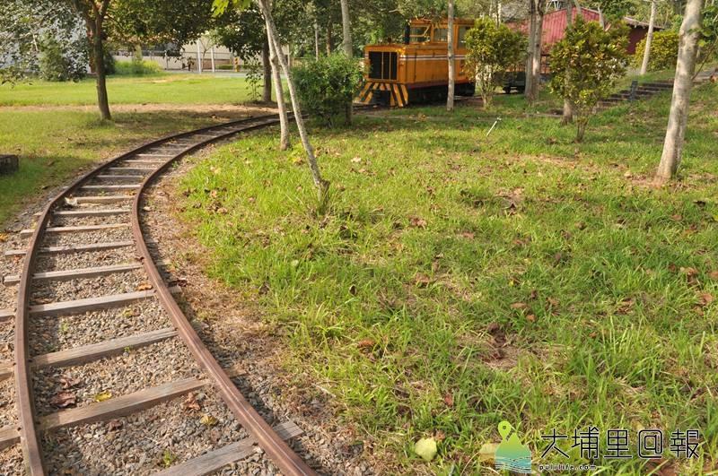 公誠路遙拜所的涼亭鐵軌,已送至小埔社鐵道公園,將作為文資保存或利用。(柏原祥 攝)