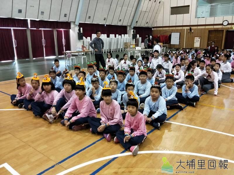 佛光山均頭國民中小學的小朋友,萬聖節也玩起變裝遊戲。(圖/校方提供)