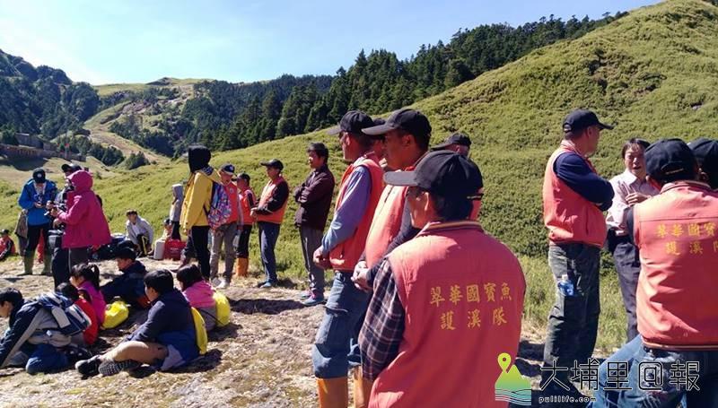 仁愛鄉翠華村民組成國寶魚護溪隊,要守護合歡溪的國寶魚。(圖/摘自翠華村長高政光臉書)