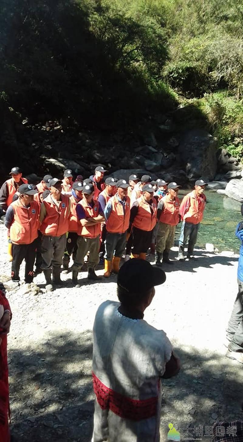 櫻花鉤吻鮭是國寶魚,仁愛鄉翠華村民組成國寶魚護溪巡守隊。(圖/Tabas Nawi提供)