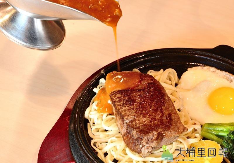鉄工房菲力牛排肉質細嫩,厚度足,保有新鮮的肉汁。(柏原祥 攝)