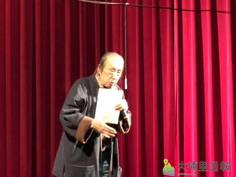 暨大附中舉辦「新詩團朗比賽」,並邀請知名詩人管管前來吟唱指導。(圖/校方提供)