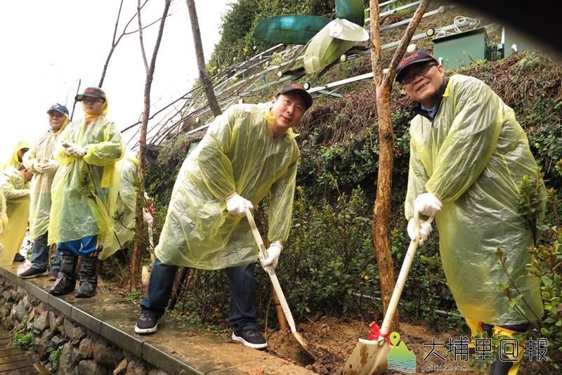 日管處與頭社青農王順瑜共同合作,在水社地區種植約80株水社柳。(圖/日管處提供)