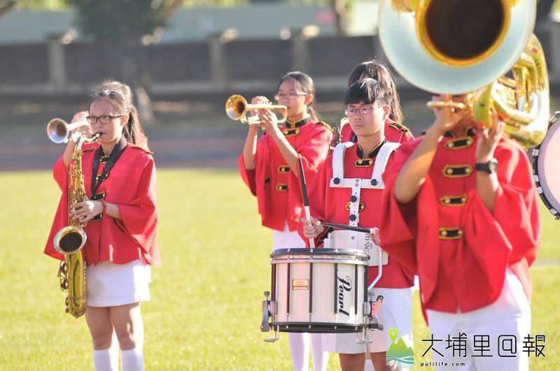 宏仁國中樂旗隊表現優異,但長期面對樂器、制服老舊的問題。(柏原祥 攝)