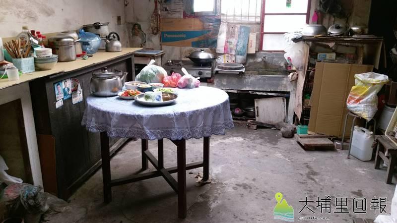 獨居的李阿嬤廚房整理後變得整齊多了。(圖/老五老基金會提供)
