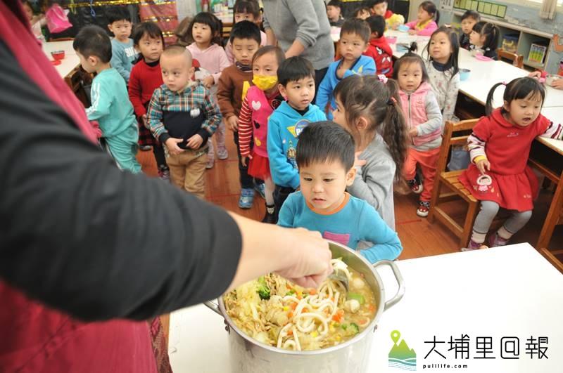埔里鎮公所全額補助,提供鎮立幼兒園免費營養午餐。(柏原祥 攝)