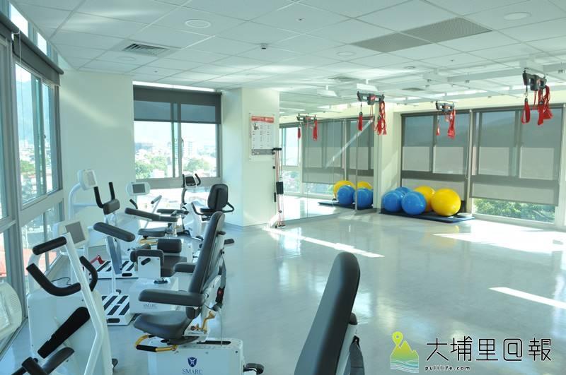 埔基醫院長照教學中心大樓開幕,6樓為樂齡健康活力中心及物理治療所,設備相當新穎。(柏原祥 攝)