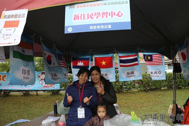 外籍媽媽們不斷精進,成為孩子的榜樣,落實終身學習精神。(黃雅涵 攝)
