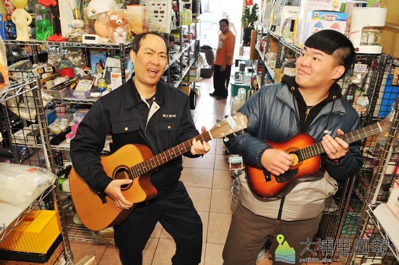 環保家寄賣租格專賣店貨品應有盡有,大小吉他是基本款。(柏原祥 攝)