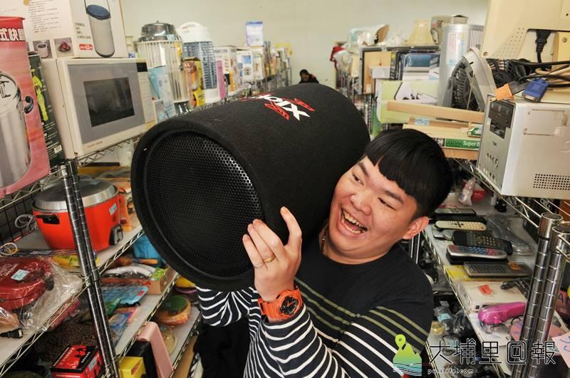 環保家寄賣租格專賣店不時出現有趣的物品,如圖中的重砲型音箱。(柏原祥 攝)