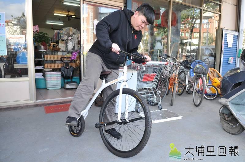 環保家寄賣租格專賣店裡很多怪貨品,甚至還能找到復刻版的古董腳踏車。(柏原祥 攝)