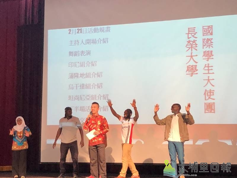暨大附中開學日很國際,長榮大學國際學生大使團為同學們帶來了非洲文化與視野。(圖/暨大附中提供)