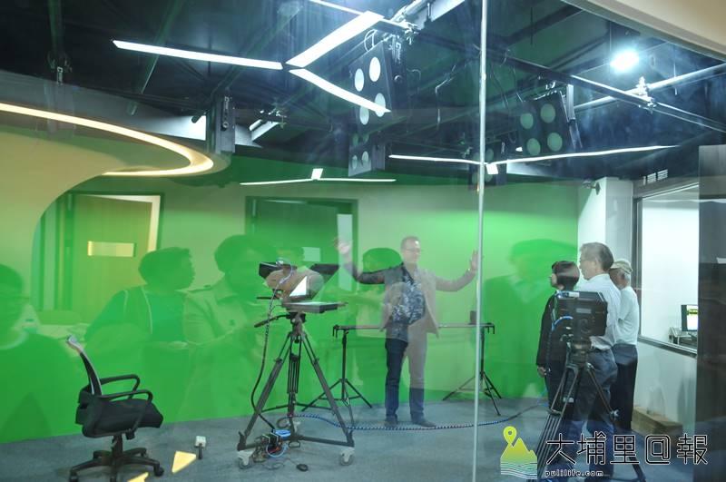 原住民新聞台中部新聞中心設置在埔里,內部設施新穎,並有作業攝影棚。(柏原祥 攝)
