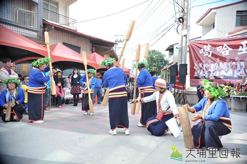 埔里是多元族群的大熔爐,圖為噶哈巫年祭中,邵族族人前來表演杵音。(柏原祥 攝)