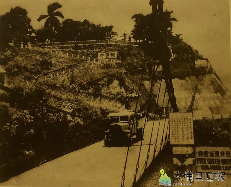 烏牛欄吊橋的老照片,橋面可行駛卡車。(圖/潘英寬提供)