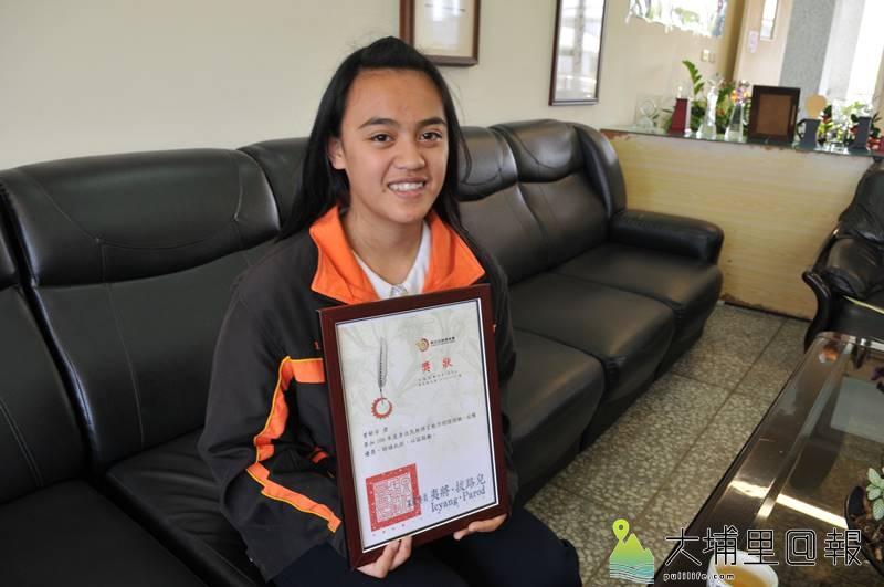 大成國中二年級曾郁芳同學參加原住民族語言認證,獲得全國最高98分。(柏原祥 攝)