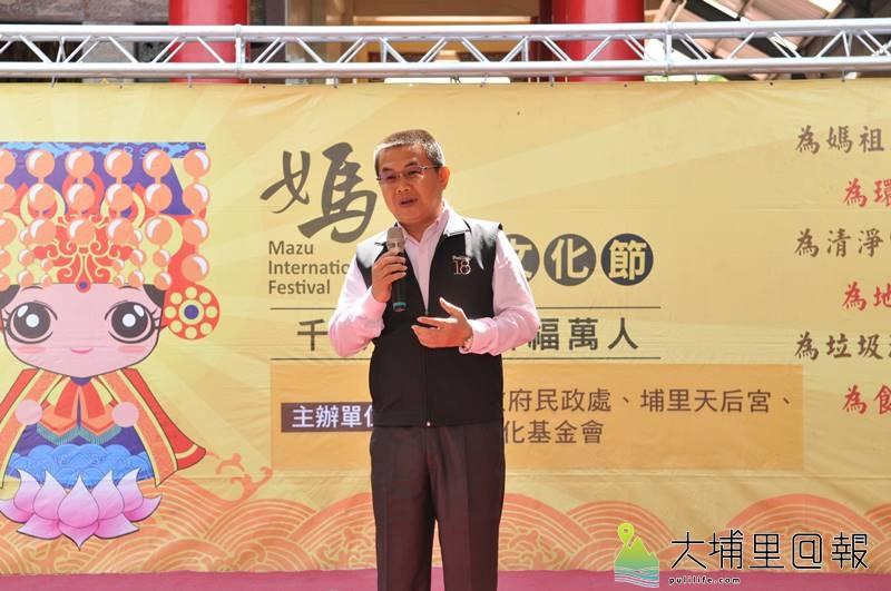18度C文化基金會董事長茆晉詳在埔里天后宮媽祖文化節說明會中,表示環保愛地球是展現媽祖慈悲的作為。(柏原祥 攝)