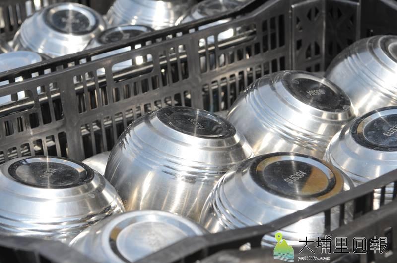 埔里天后宮媽祖文化節遶境活動全程不使用一次性的餐具,而是以重複使用的不銹鋼餐具取代。(柏原祥 攝)