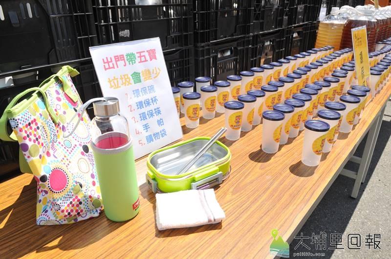 埔里天后宮媽祖文化節遶境活動鼓勵信徒準備「出門五寶」,內容包括環保碗、杯、筷、手帕、購物袋。(柏原祥 攝)