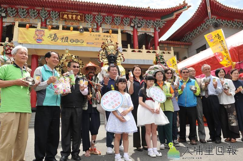埔里天后宮媽祖文化節遶境活動鼓勵信徒準備「出門五寶」,一起做環保。(柏原祥 攝)