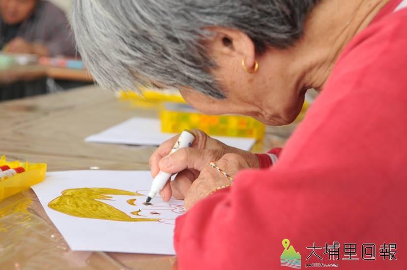 炫寬愛心教養家園院生雖有心智障礙,但畫作作品風格相當獨特。(柏原祥 攝)