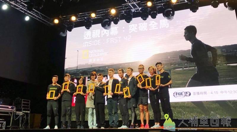 「油雞媽媽」曾素惠(左3)帶領著小腳丫媽媽長跑,他也曾獲選Fast 42突破紀錄隊員之一。(圖/小腳丫提供)