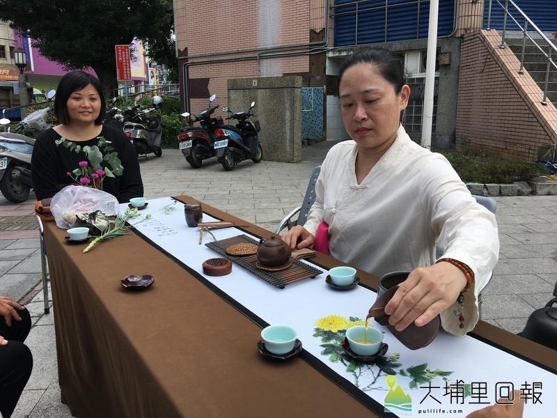茶藝結合音樂與花藝,是一種藝術的極致展現。(唐茹蘋 攝)