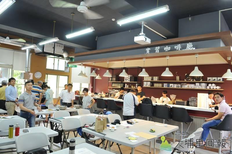 暨大觀餐系推動USR計畫,邀集水沙連地區咖啡產業界代表精進學習,圖為觀餐系實習咖啡廳。(柏原祥 攝)