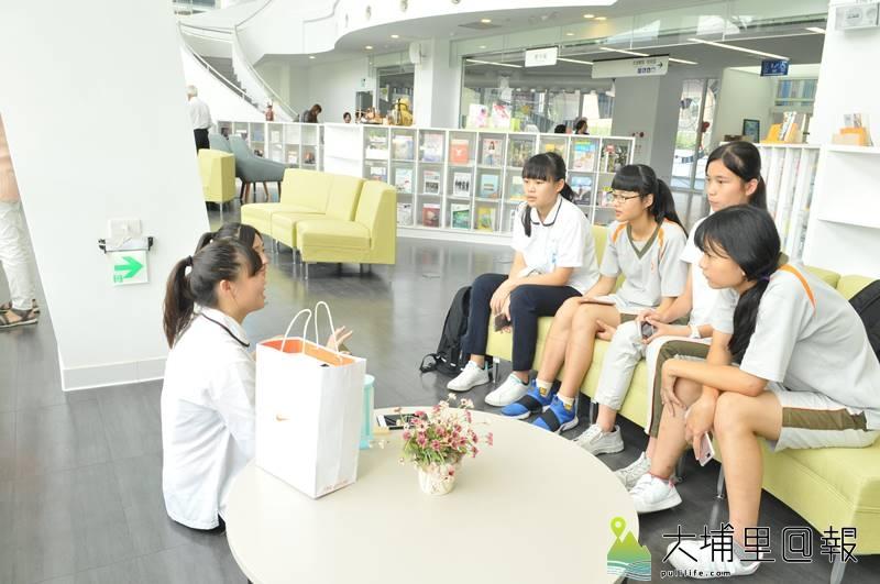 暨大附中圖書教學大樓落成,不僅學生受惠,社區也能享用此公共圖書資源。(柏原祥 攝)