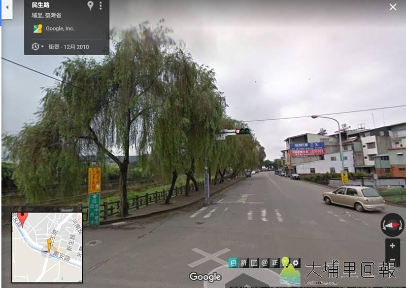 2010年的Google街景圖,當時還能看到10多棵柳樹在路邊展現搖曳的綠葉,如今只剩下2棵存活。(圖/擷取自Google地圖)