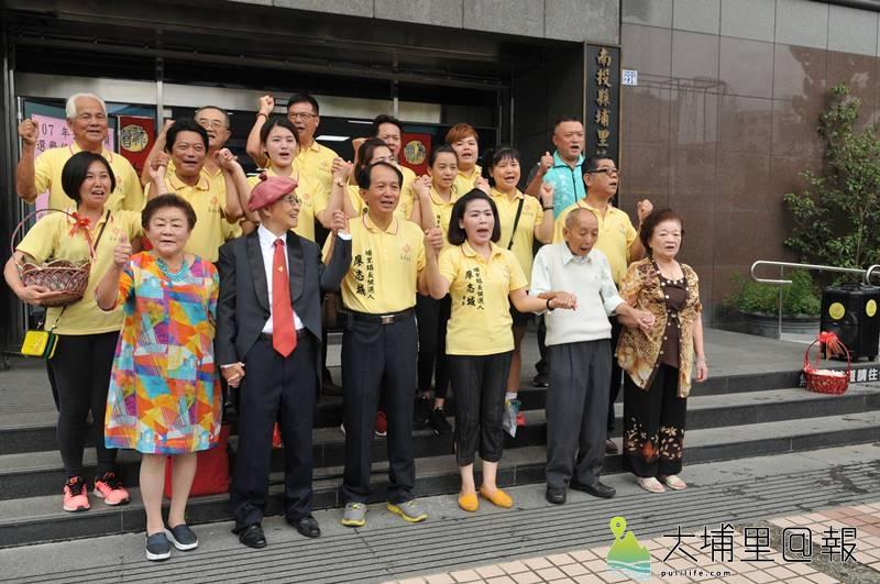 南投縣議員廖志城登記參選埔里鎮長陣容浩大,家人幾乎全出動力挺。