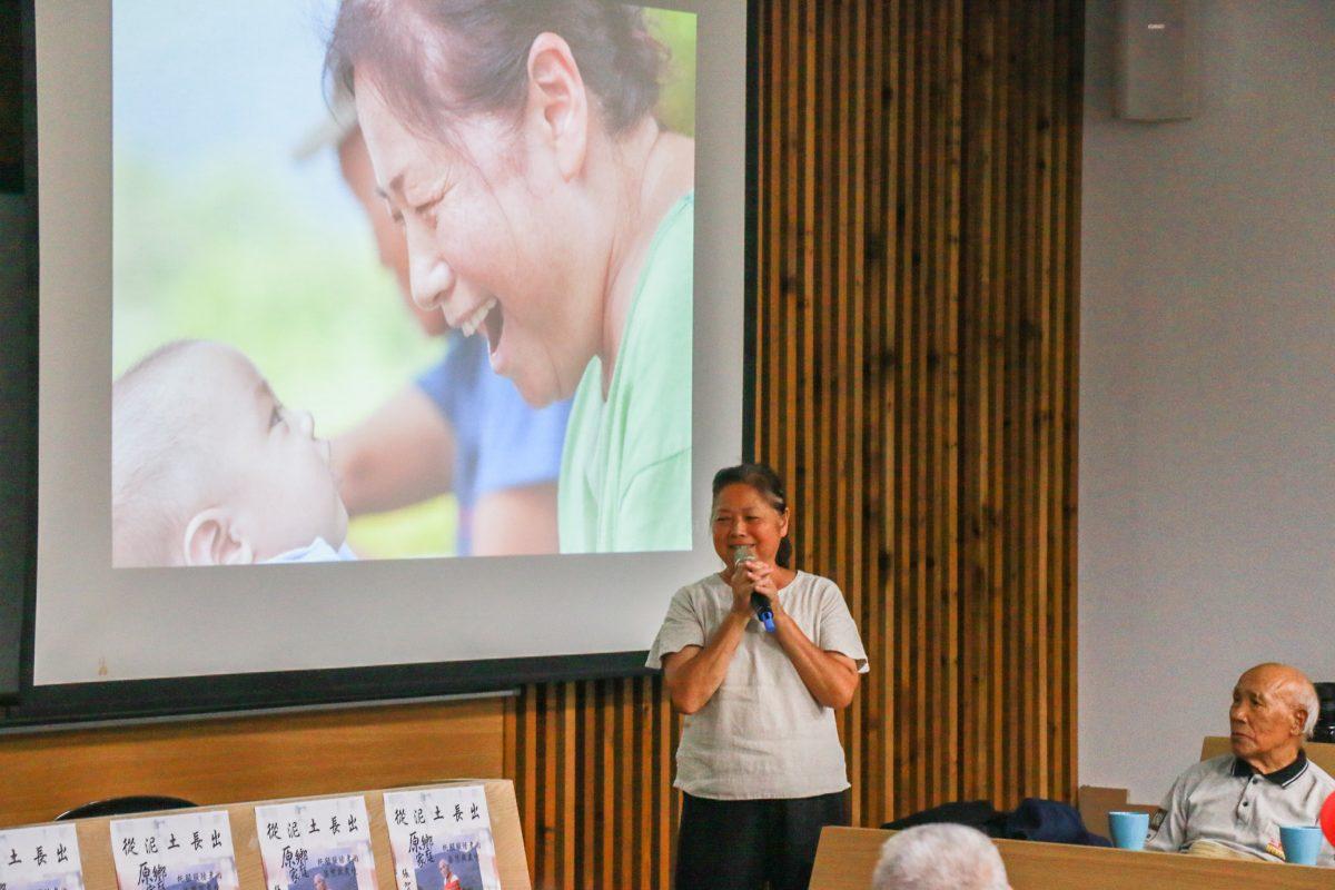 清流家托服務員李玉琴提出「共同生活」的概念,指出原鄉家托的語言文化在地優勢,能夠使長照服務更貼近長者內在需求。(許紓晴攝)