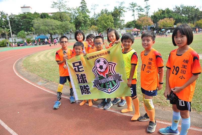 代表埔里的小小足球員遠征台中出賽。