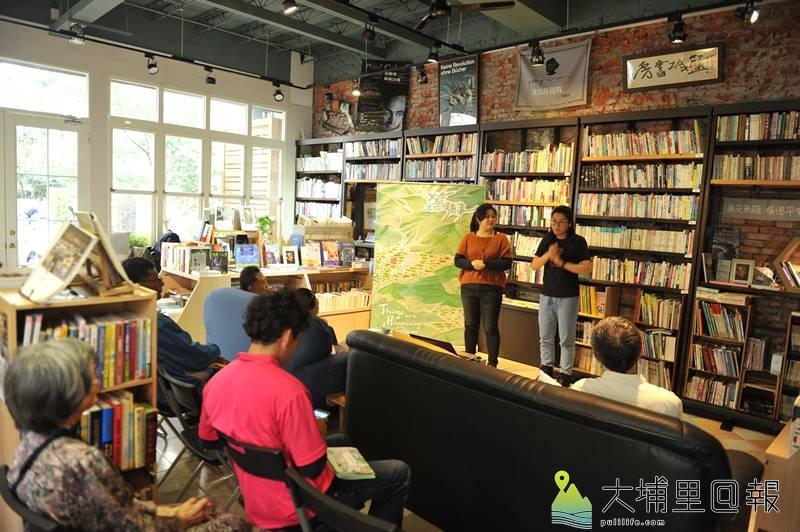 《籃城很有事》圖文書與地圖發表,編輯團隊吳帷稜、王梓頎(由左至右)說明採寫過程的趣事。(柏原祥 攝)