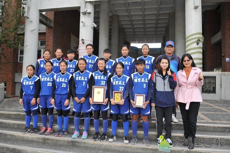 埔里高工女壘隊在全國中小學女子壘球錦標賽中6戰全勝,獲得了總冠軍。(柏原祥 攝)