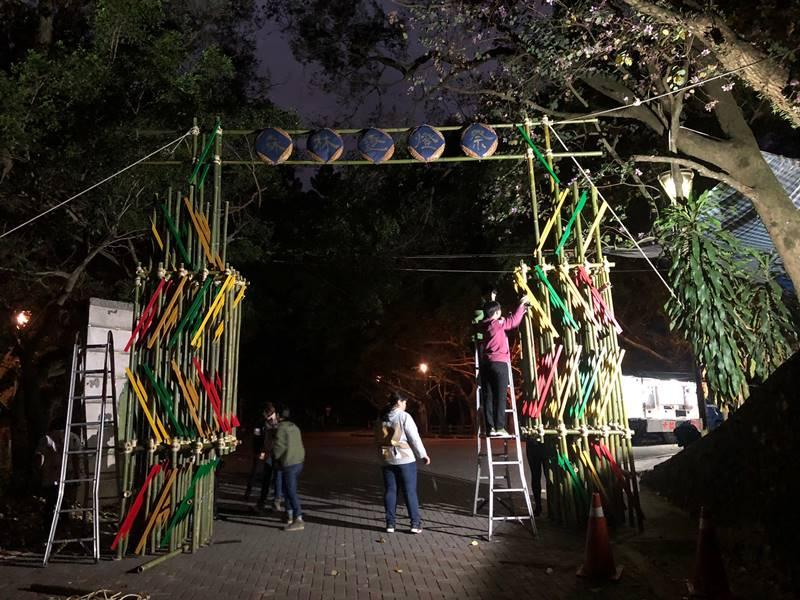 埔里逐燈祭活動的山門以竹、紙等自然媒材打造。(圖/陳巨凱提供)