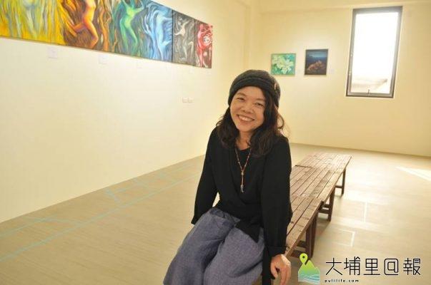 「呼‧吸」石鈴個展在埔里鎮大湳重劃區新建案展出,石鈴表示藝術走入家居空間,是很棒的概念。(柏原祥 攝)