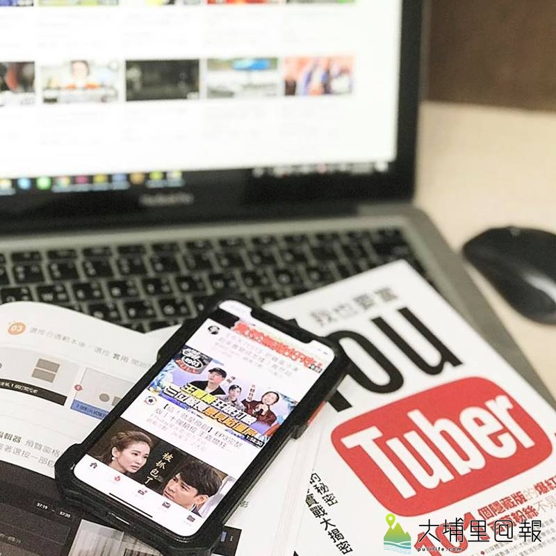 埔里鎮文淵閣工作室趕上了網紅熱潮,推出台灣第一本YouTuber軟硬體入門工具書,內容相當實用。(圖/文淵閣工作室提供)