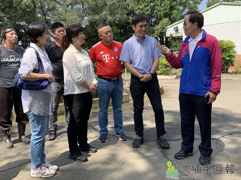 體育署副署長王水文、立委蔡培慧至太平國小視察,承諾推展太平國小5人制足球場建設。