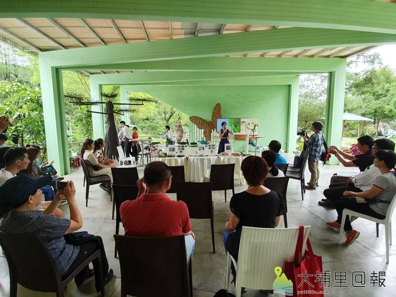 「與蝶共餐,幸福好滋味!」活動說明會在紙教堂大棚架舉行。