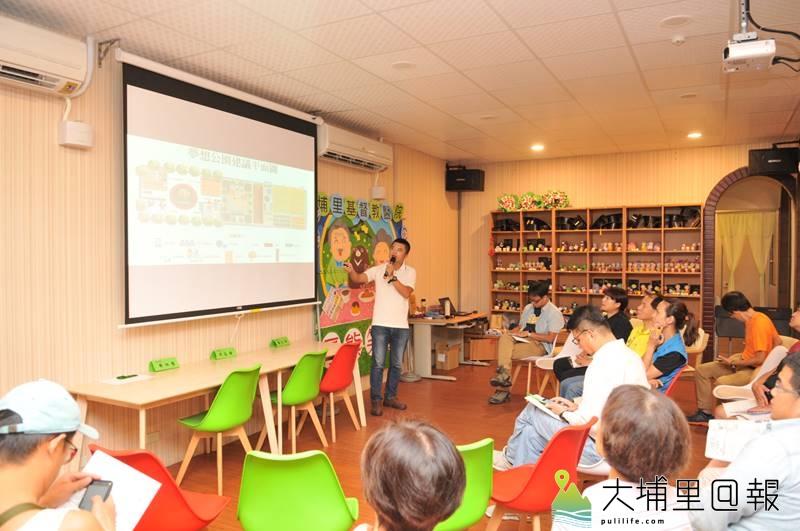 大象爸爸李孟發來到埔里厚熊咖啡,與在地鄉親分享在各地推展夢想公園的理念。