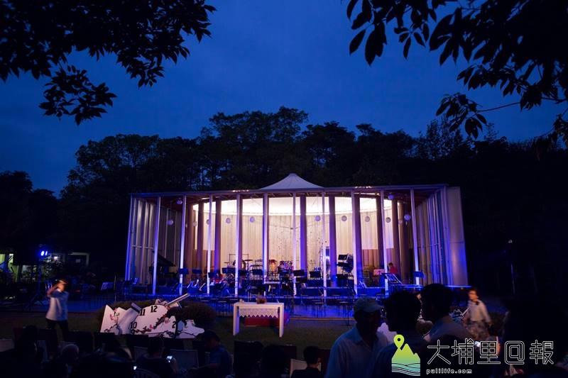 即將舉辦九二一地震20週年紀念音樂會暮色中的紙教堂。(黃子明 攝)