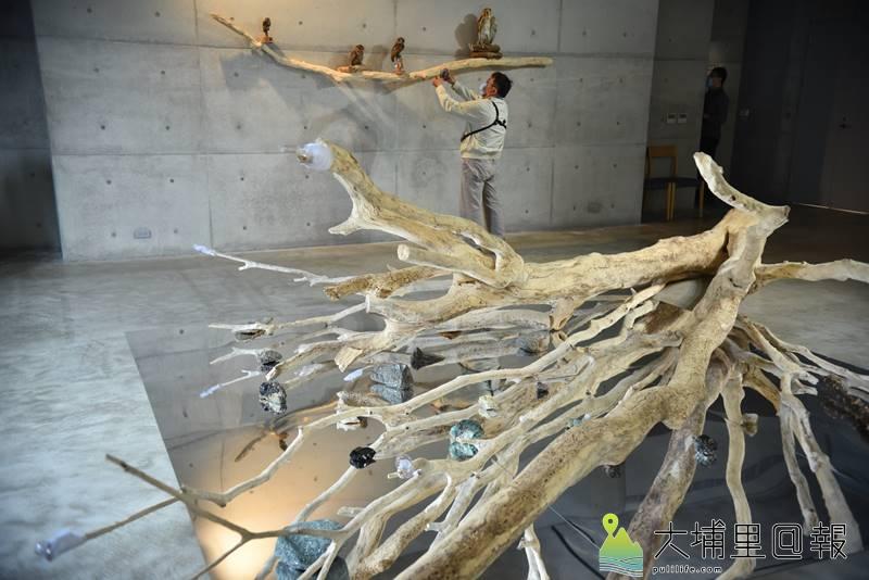澳洲當代裝置藝術家珍奈特•勞倫絲作品《心臟休克–血液與葉綠素》。(柏原祥 攝)