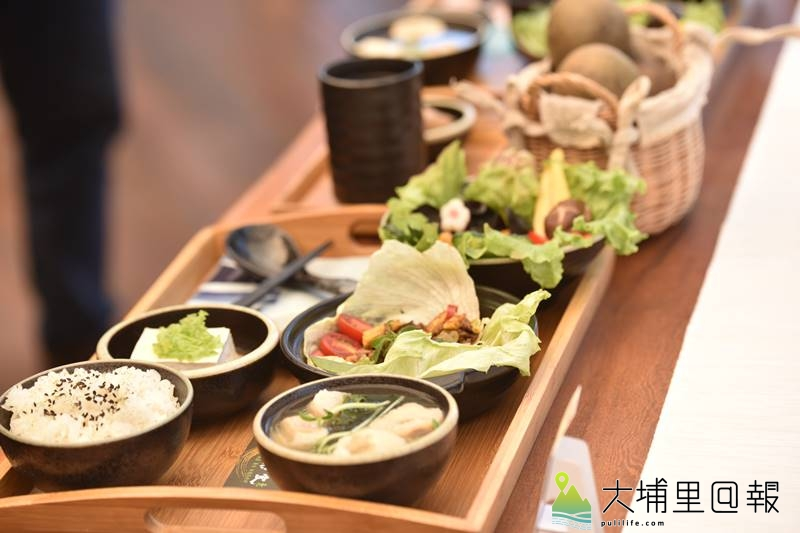 埔里山城健康蔬食生活節展現埔里各家餐廳的蔬食特色料理。(柏原祥/攝影)
