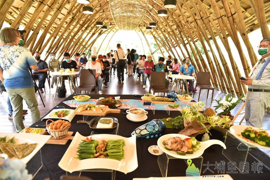 新故鄉文教基金會發表以蝴蝶食草、蜜源植物為食材的「與蝶共餐,幸福好滋味!」發表會。(柏原祥/攝影)