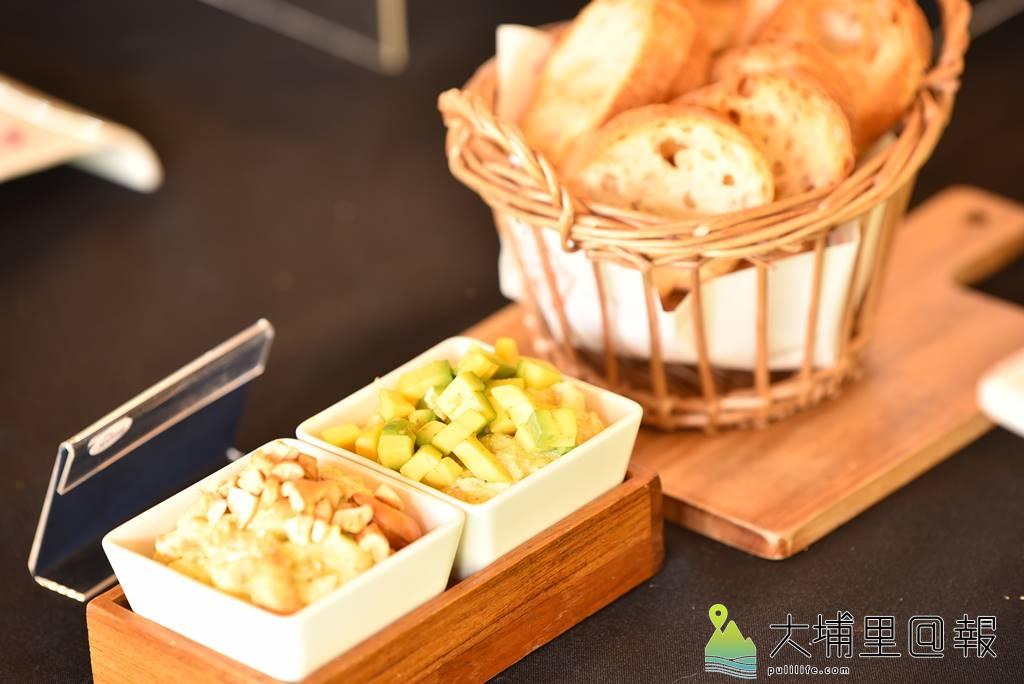 新故鄉文教基金會舉辦「與蝶共餐,幸福好滋味!」發表會,這道料理名為「腰果酪梨抹醬」,料理者為聶彩蘭。(柏原祥/攝影)